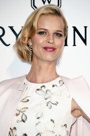 Eva Herzigova wore her short hair swept to the side with curly ends during the amfAR Cinema Against AIDS Gala.