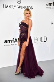 Hailey Baldwin looked enchanting in a strapless plum gown by Elie Saab Couture at the amfAR Gala Cannes 2017.