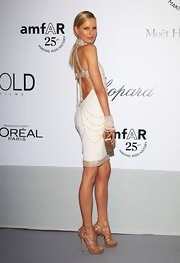 Karolina Kurkova clutched a gleaming gold box clutch at the amfAR gala.