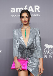 Shanina Shaik sealed off her look with a massive emerald ring by Lorraine Schwartz.