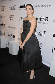 "Mia Maestro was the picture of sophistication in black ladylike pumps. The shoes complemented her ""Mad Men"" style dress."