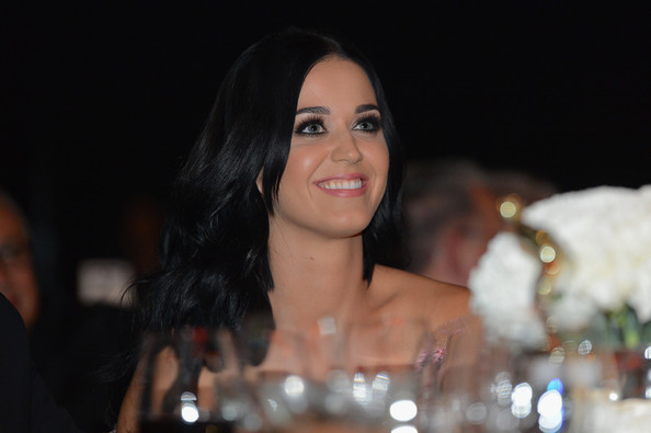 More Pics of Katy Perry Off-the-Shoulder Dress (1 of 31) - Off-the-Shoulder Dress Lookbook - StyleBistro
