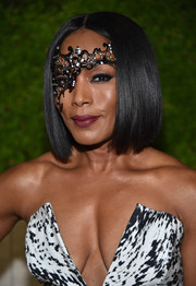 Angela Bassett showed off a super-sleek bob at the amfAR Inspiration Gala.
