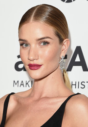 Rosie Huntington-Whiteley slicked her hair down into a tight center-parted pony for the amfAR Inspiration Gala.