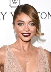For her beauty look, Sarah Hyland went bold with a dark red lip.