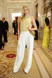 Elsa Hosk made baggy pants look so stylish.