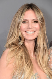 Heidi Klum wore her hair down in a boho center-parted style at the 2019 amfAR New York Gala.
