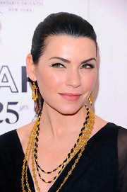 Julianna Margulies paired her gold layered necklaces with elegant gold dangle earrings.