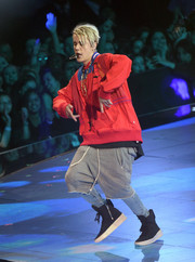 Justin Bieber paired his top with long shorts by Fear of God.