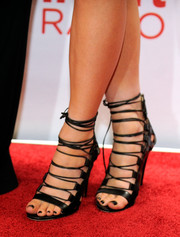 Kylie Jenner wore an oh-so-hot pair of black strappy sandals to the iHeartRadio Music Festival.