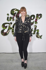 Bryce Dallas Howard teamed her blouse with a pair of frayed skinny jeans.