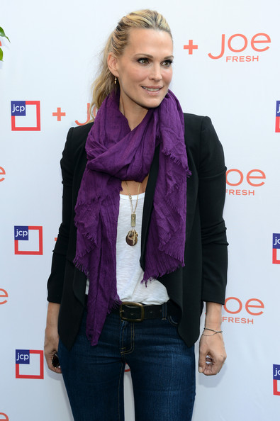 More Pics of Molly Sims Classic Jeans (2 of 20) - Molly Sims Lookbook - StyleBistro