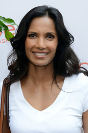 Padma Lakshmi's bouncy waves kept her look light and refreshing!