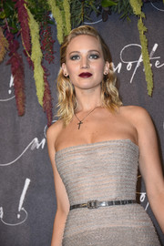 Jennifer Lawrence paired a silver belt with a strapless gray gown, both by Christian Dior Couture, for the Paris premiere of 'mother!'