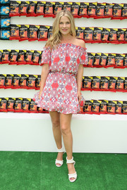 Ali Larter paired her frock with white ankle-cuff peep-toe heels.