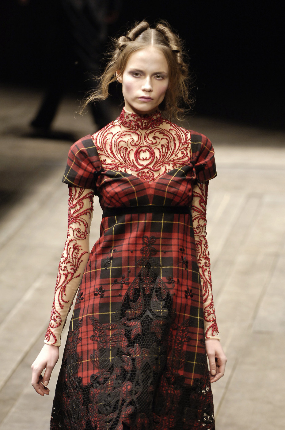 Alexander McQueen at Paris Fashion Week Fall 2006 ...
