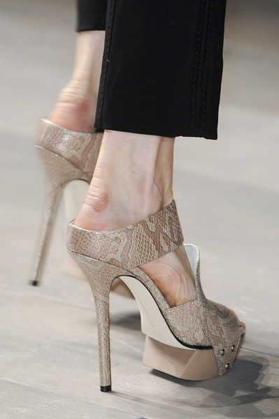 Amanda Wakeley at London Fall 2011 (Details)