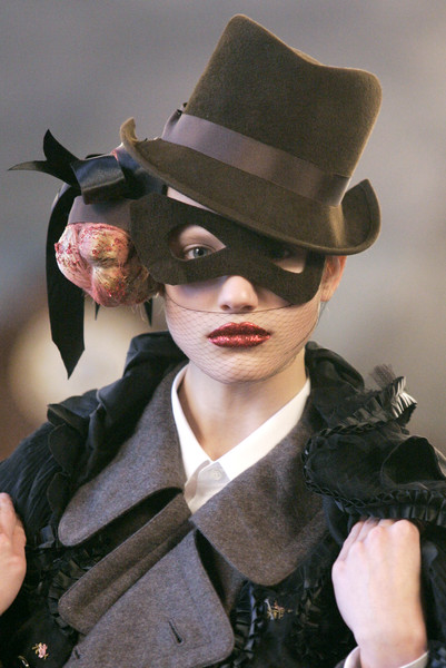 Comme Des Garc at Paris Fall 2006 (Details)