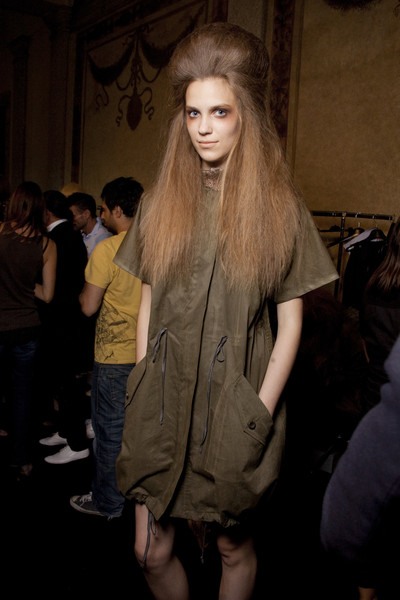 Haute at Milan Spring 2010 (Backstage)