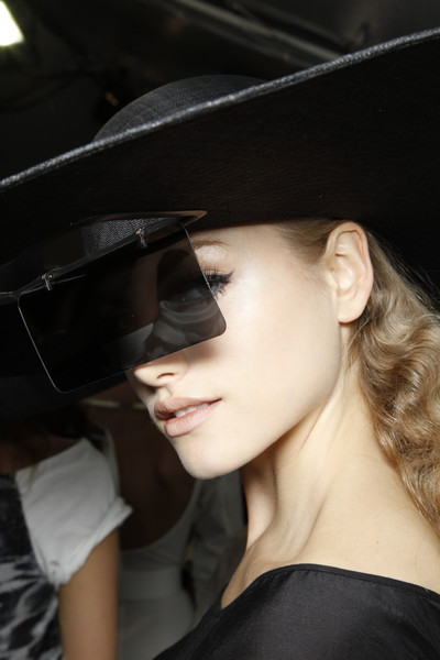 Hussein Chalayan at Paris Spring 2010 (Details)