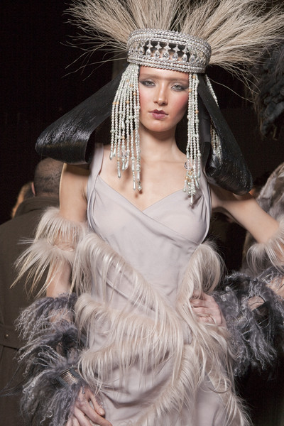 John Galliano Fall 2010 - Backstage