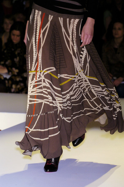 Jonathan Saunders at London Fall 2005 (Details)