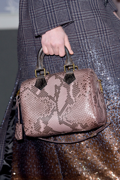 http://www3.pictures.stylebistro.com/it/Louis+Vuitton+Fall+2013+Details+n_GrCRw0Oiel.jpg