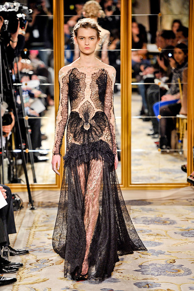 Who Wore Marchesas Gothic Lace Dress Runway To The Red