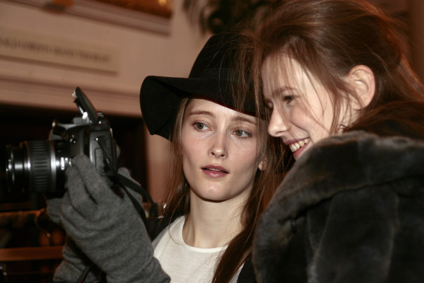 Nicole Farhi Fall 2007 - Backstage