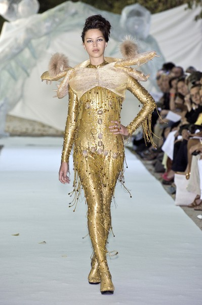 On Aura Tout Vu at Couture Fall 2010