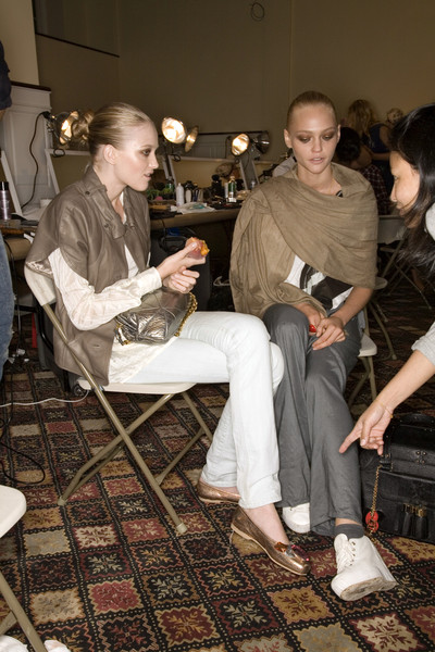Oscar de la Renta at New York Spring 2008 (Backstage)