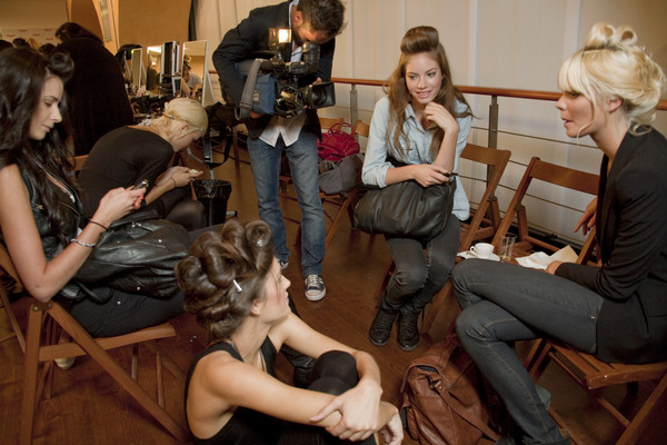 Pin Up Stars at Milan Spring 2011 (Backstage)