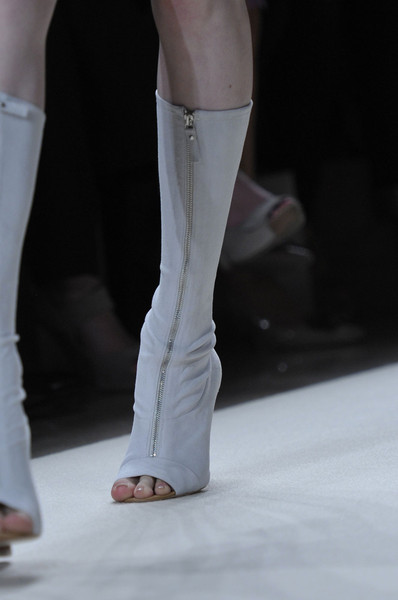 Vanessa Bruno at Paris Spring 2012 (Details)