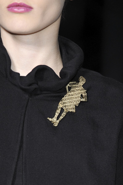 Yves Saint Laurent Fall 2010 - Details