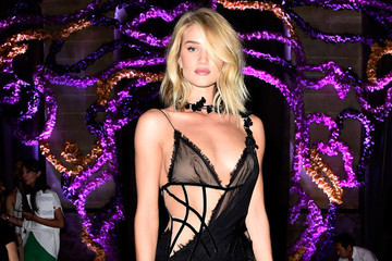 Look of the Day: Rosie Huntington-Whiteley in Atelier Versace