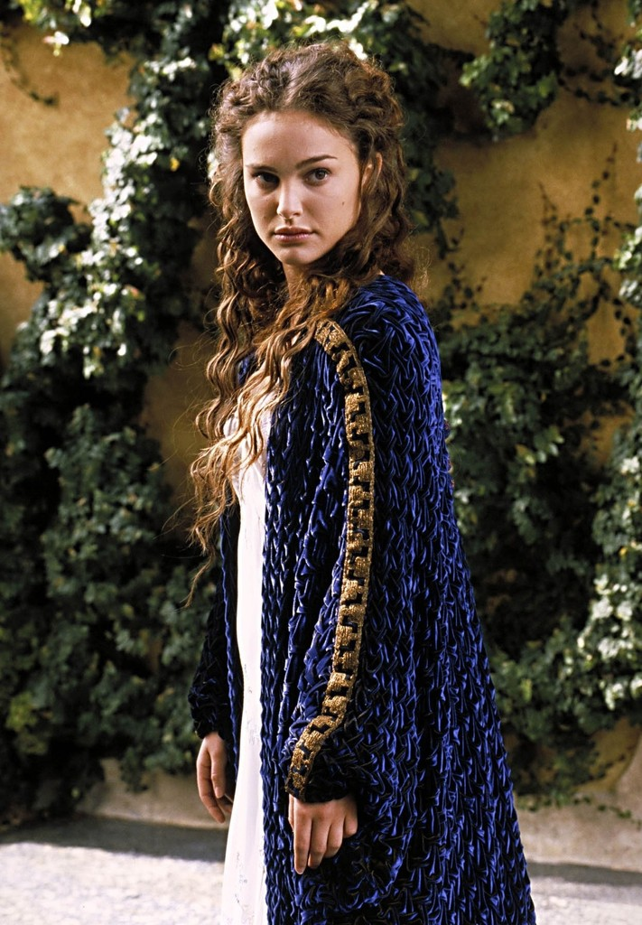 party hairstyles for medium length hair : Padm? Amidala - The Best Costumes From The Star Wars Movies ...