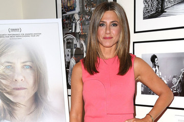 Look of the Day: Jennifer Aniston's Simple Sheath