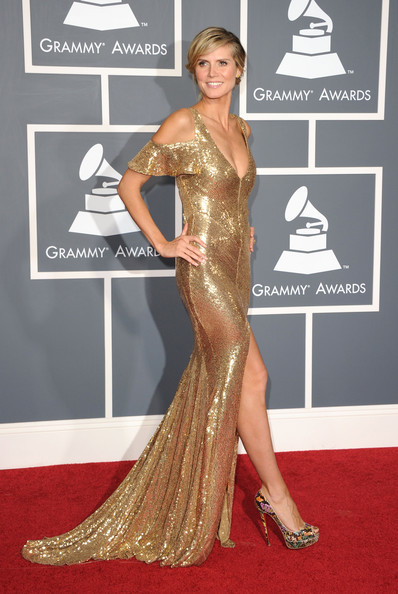 In Julien Macdonald At The 2011 Grammy Awards