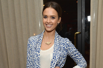 Jessica Alba's Casual Walk on the Wild Side