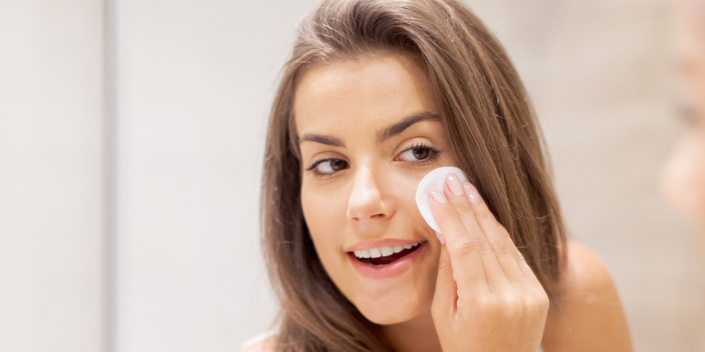 8 Surprising Reasons You Get Makeup Before Bed