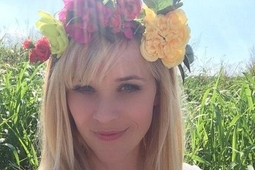 Reese Witherspoon Shows Some Flower Power and More Pics from Your Favorite Celebs