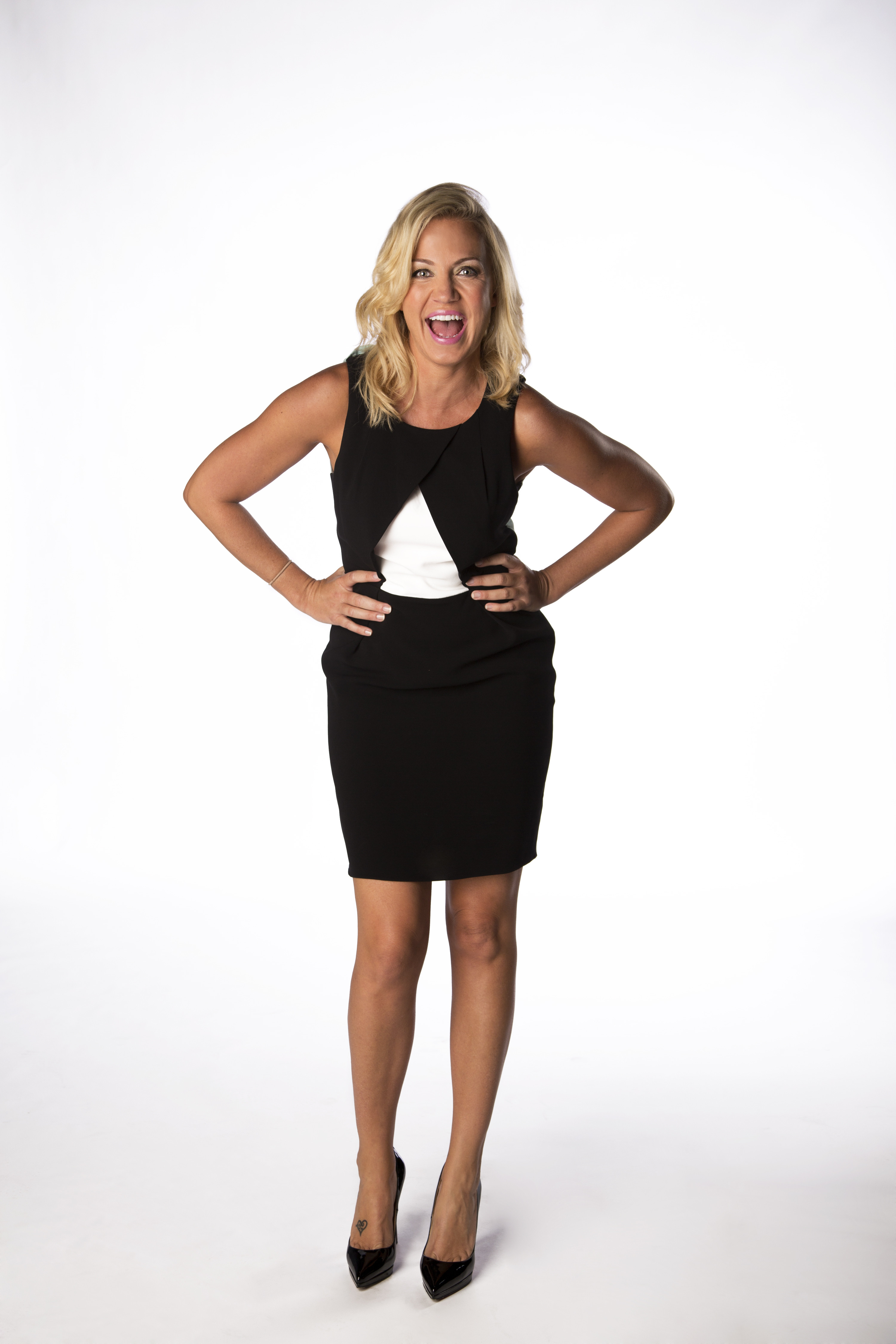 Michelle Beadle subtlely showing off her team spirit in San Antonio Spurs colors: black and white.