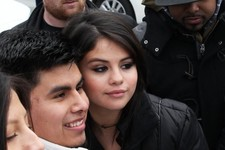 Selena Gomez Makes Time for Her Fans