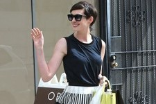 Anne Hathaway Lunches Like a Lady