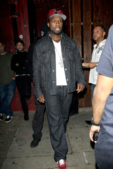 50 Cent with a weight of 87 kg and a feet size of 11.5 in favorite outfit & clothing style