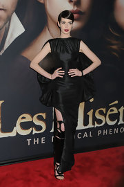 Anne Hathaway's look at the 'Les Mis' NY premiere was anything but safe. She looked domi-chic in this black taffeta design.