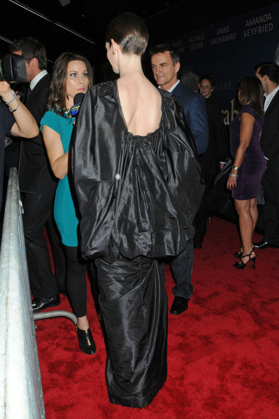 More Pics of Anne Hathaway Evening Dress (1 of 13) - Anne Hathaway Lookbook - StyleBistro