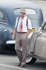 Despite the loud paisley tie, Ryan Gosling still managed to look debonaire in his costume for 'The Gangster Squad.'