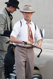 Ryan Gosling got into the spirit of his 1950s character by gamely wearing a fedora on the set of 'The Gangster Squad.'