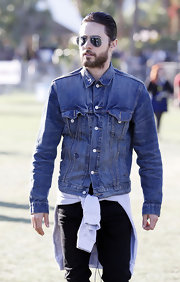 Jared Leto buttoned up his classic denim jacket for a '90s vibe.